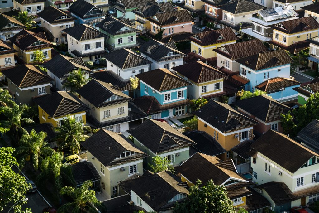house hunting checklist for home buyers
